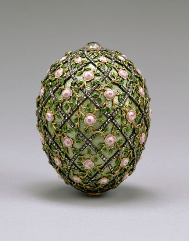 800px-House_of_Fabergé_-_Rose_Trellis_Egg_-_Walters_44501